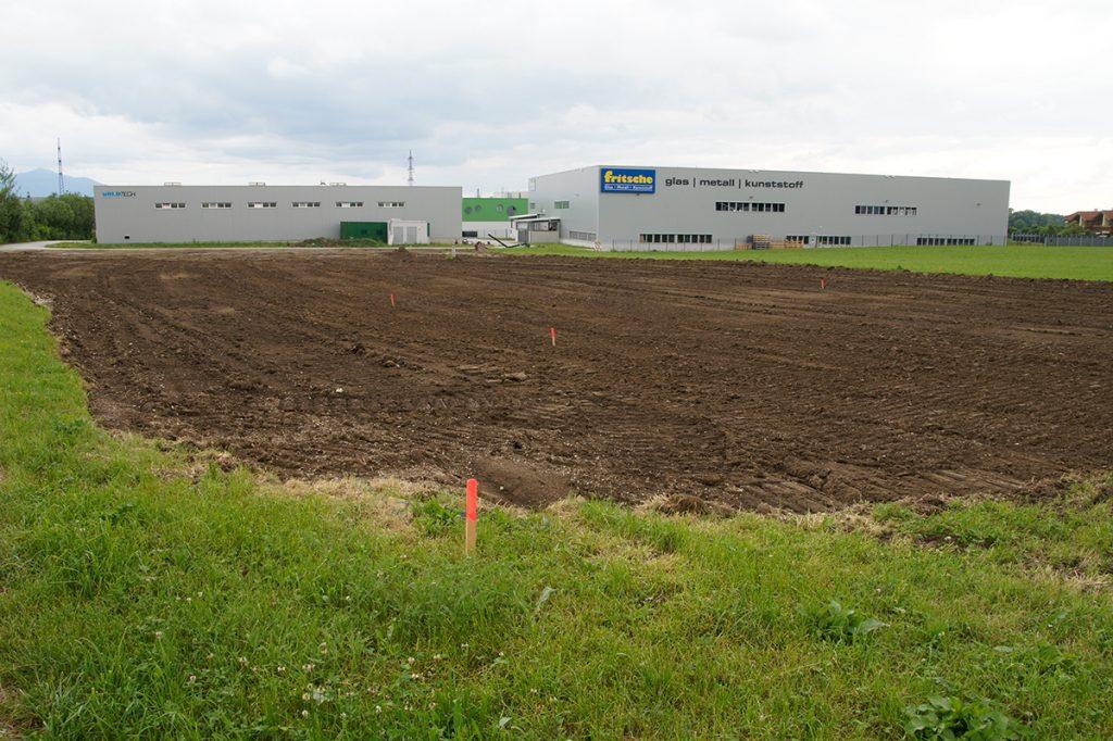 Auf diesem Grundstück entsteht das neue Firmengebäude der Firma Kellerer GmbH Anthering